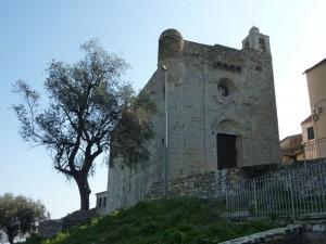 Lingueglietta - Chiesa-Fortezza di San Pietro