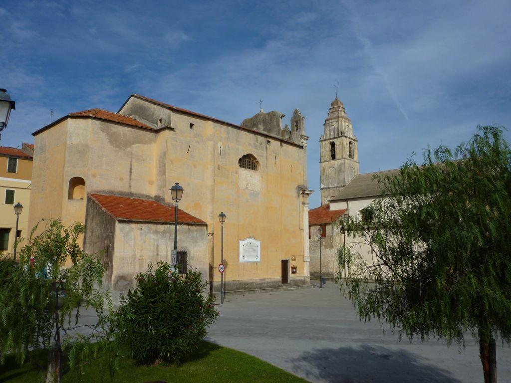 tipico polo religioso barocco, chiesa parrocchiale e oratorio