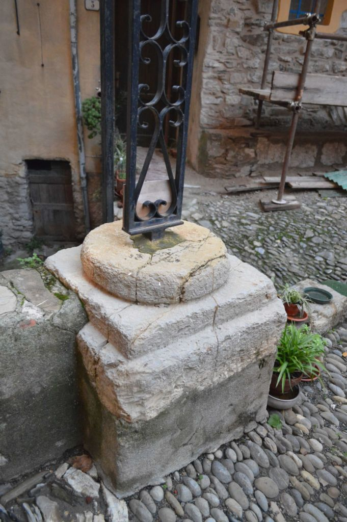 piazza San Bernardo, capitello antica parrocchiale Ia