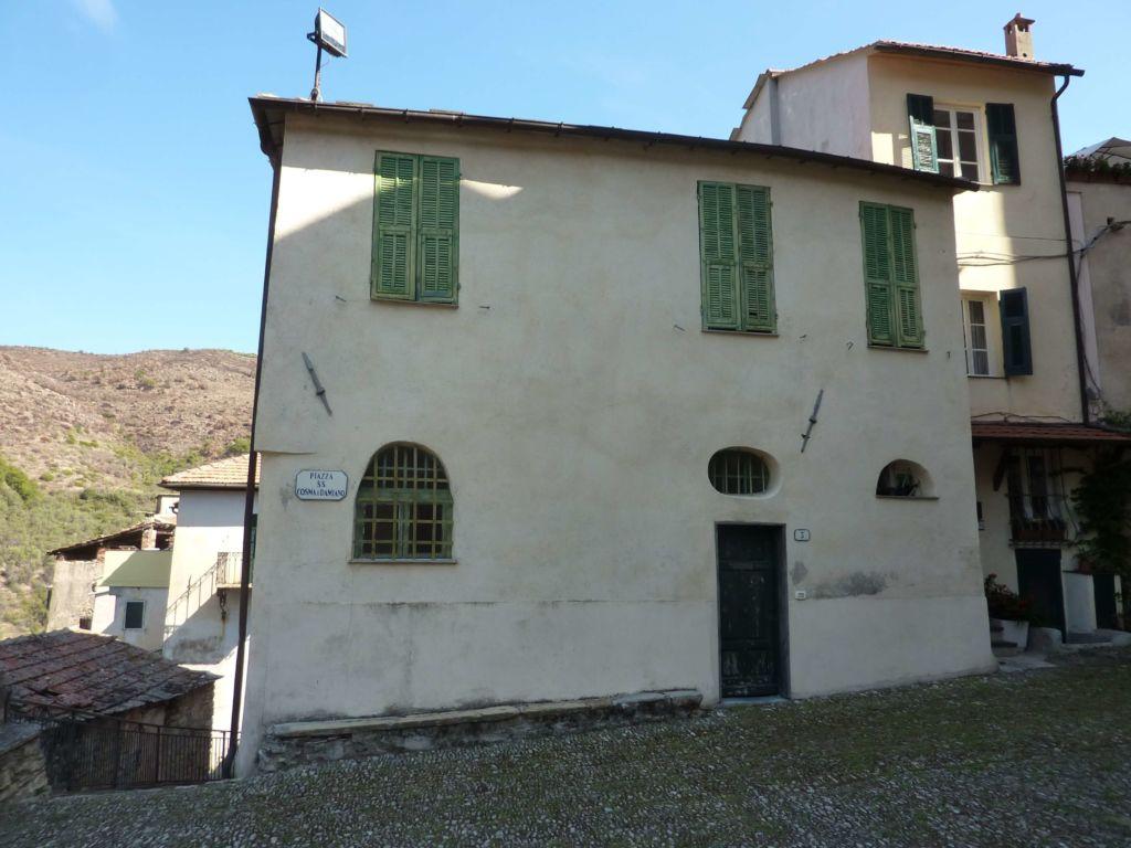 piazza Santi Cosma e Damiano, case canoniche