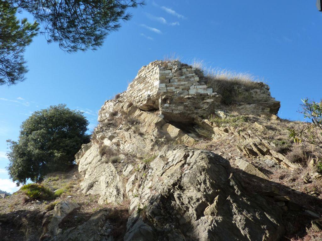 ruderi del castello dei Lingueglia (2000x1500)