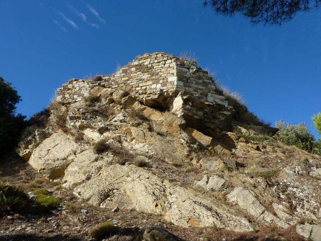 ruderi del castello dei Lingueglia bis (1900x1425)