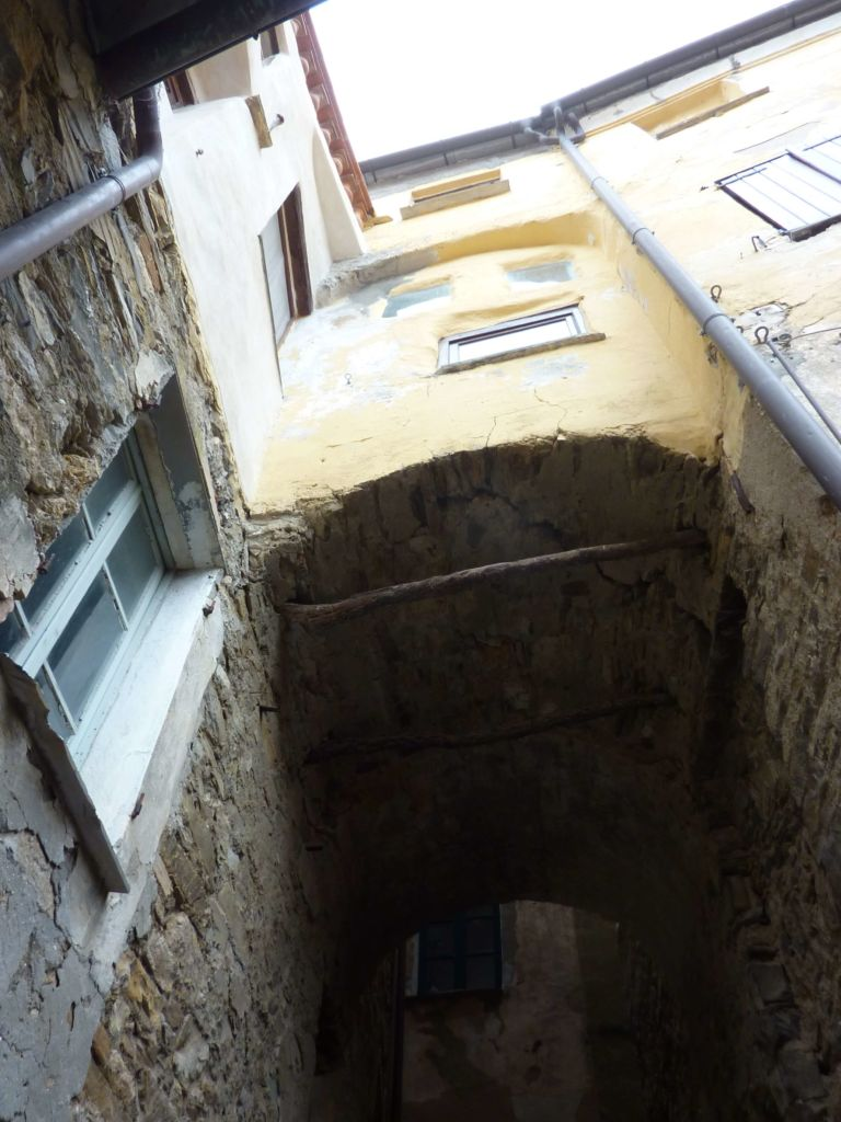 via Mameli, casa-torre