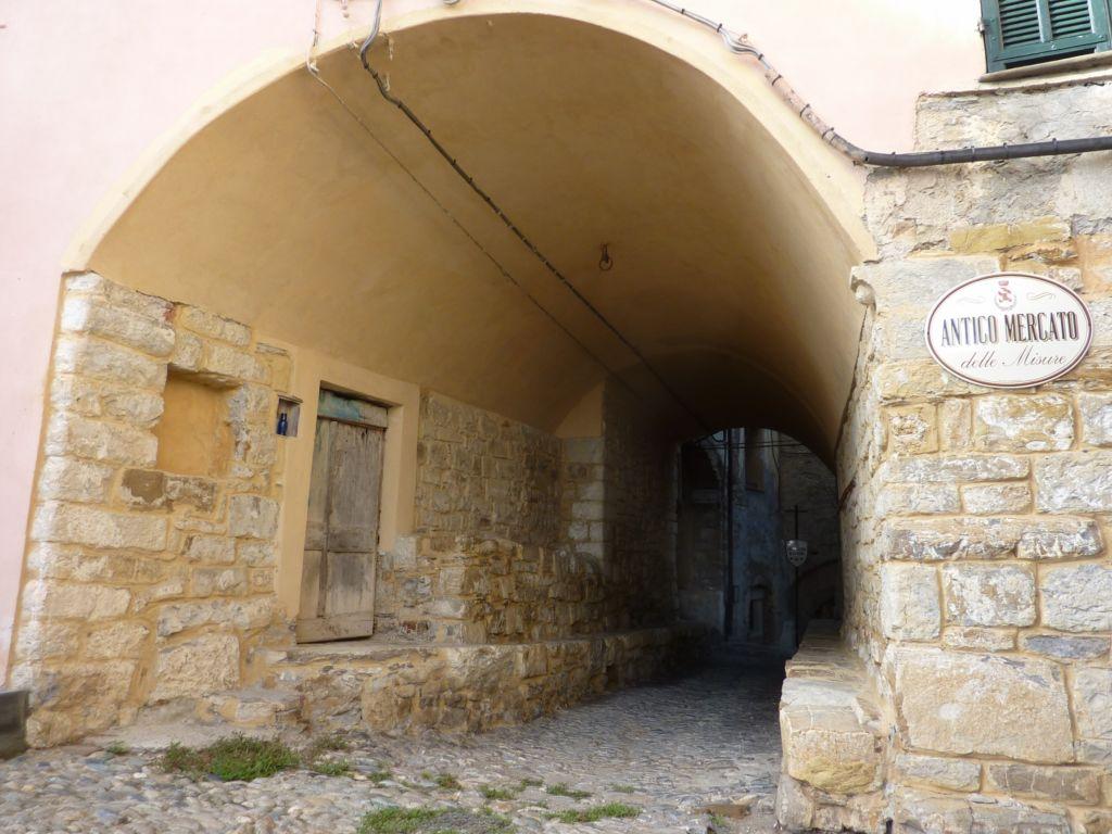 via Marconi, antica loggia del mercato (2300x1725)