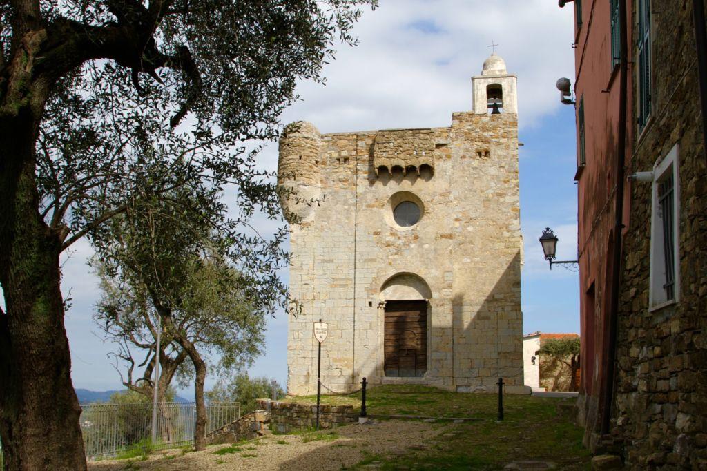Lingueglietta, chiesa di San Pietro (2200x1466)