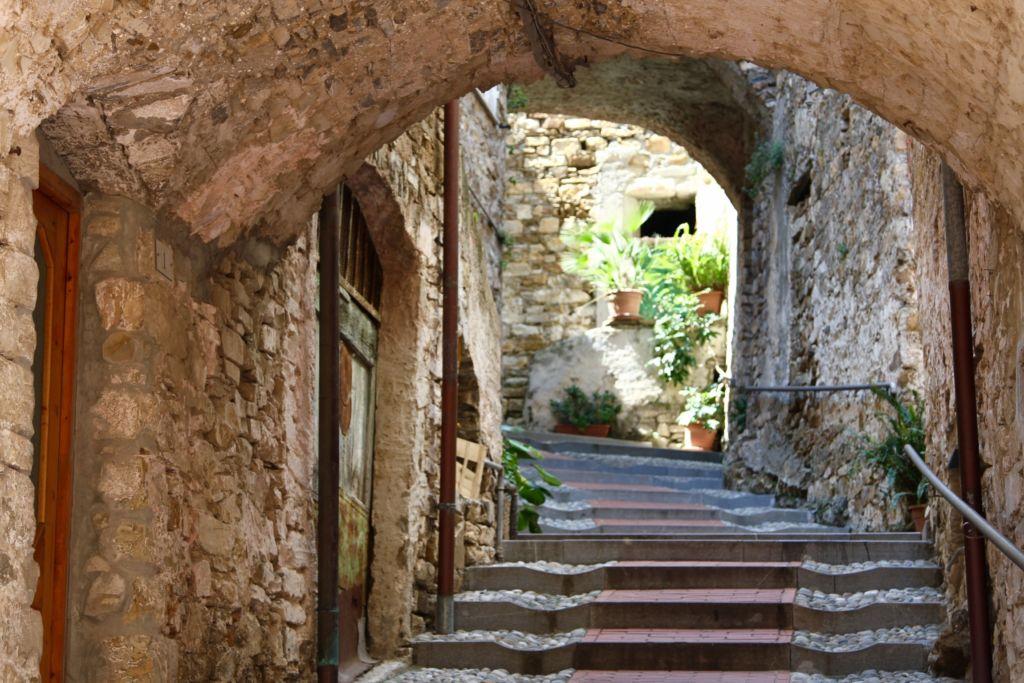 via Sant'Antonio Abate (2300x1533)
